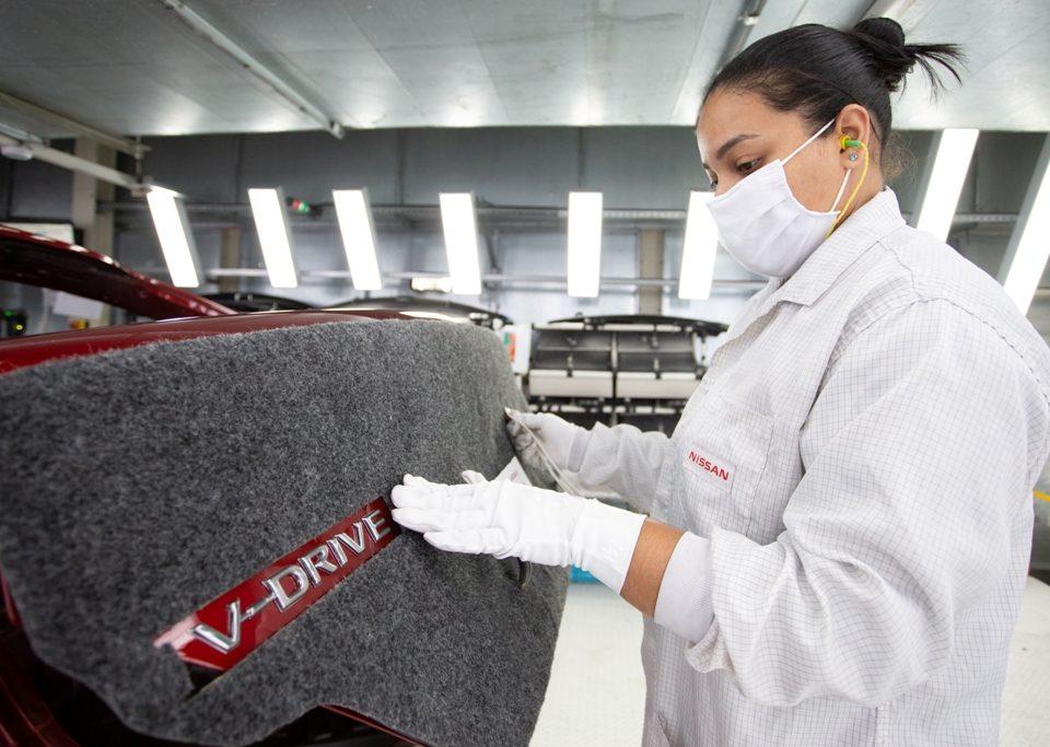 Nissan prepara o lançamento do sedã V-Drive