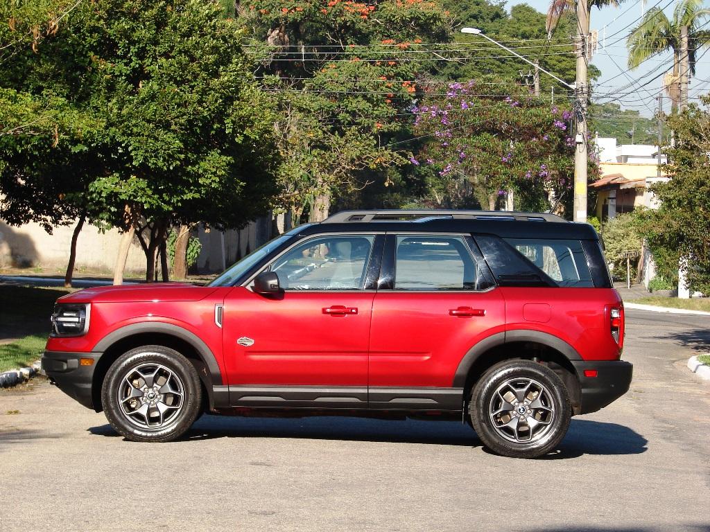 Ford Bronco Sport, lateral com vincos e caixas de rodas com molduras