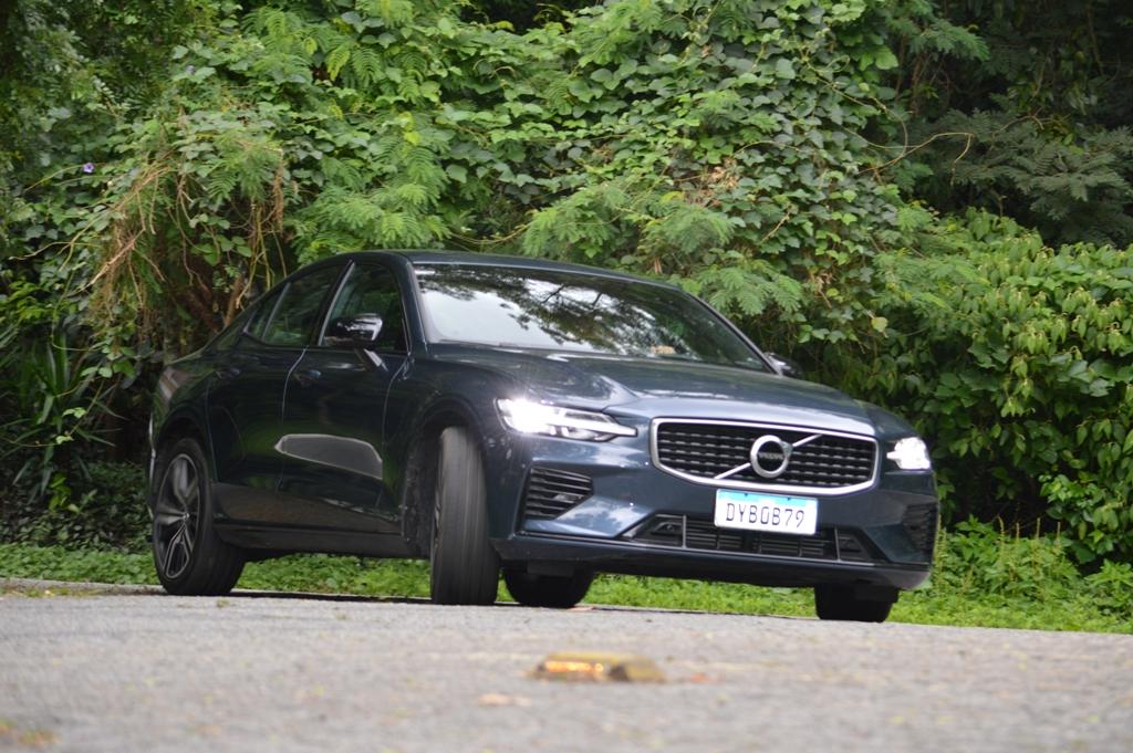 Avaliação: Sedan Volvo S60 T8 Recharge R-Design