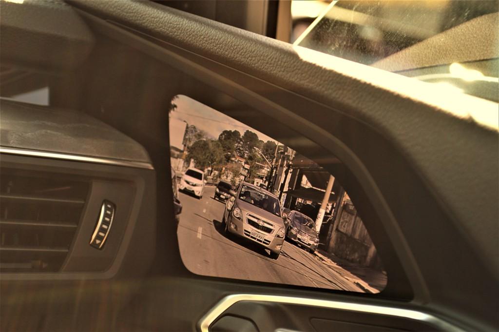 Audi e-tron com tela nas portas no lugar dos retrovisores