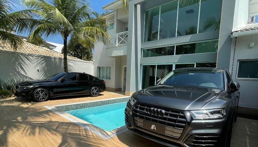 Mansão vira showroom de carros de luxo