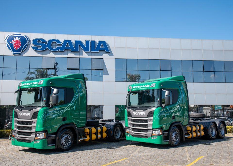Scania entrega os primeiros caminhões movidos a GNV ou biometano