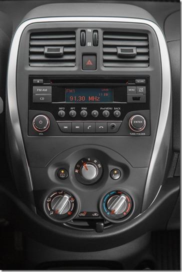 Nissan Novo Versa 1.0 S (13)