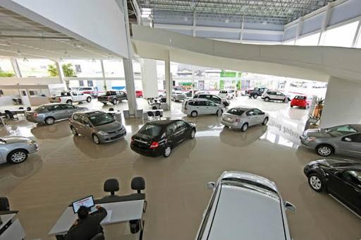 Concessionárias de veículos abrem nesta sexta-feira