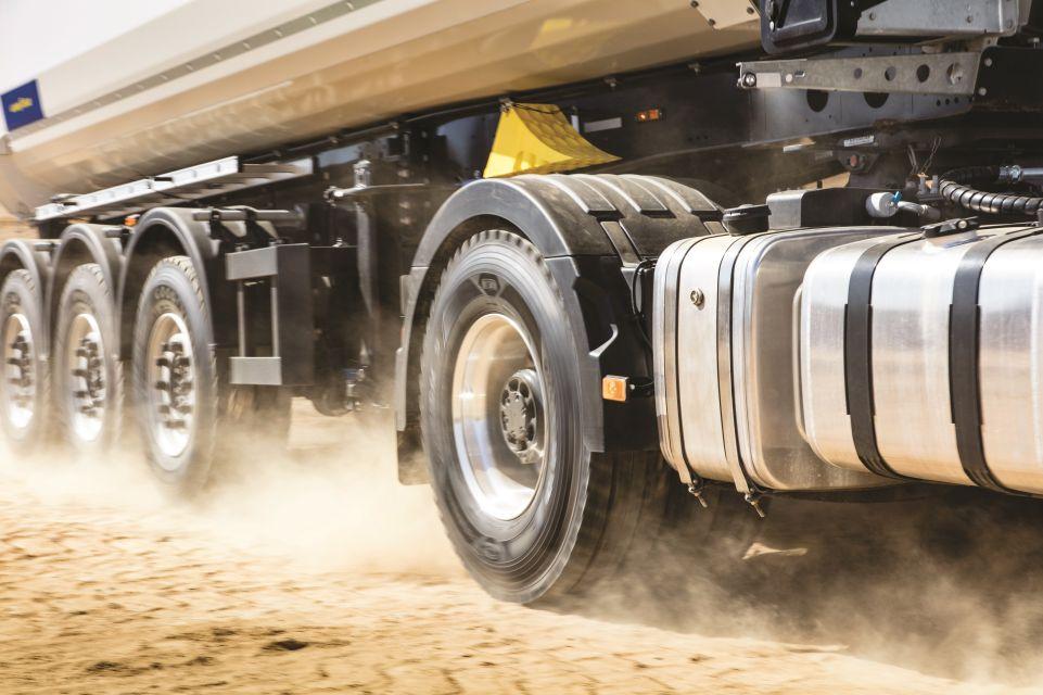 A maneira correta de cuidar dos pneus do caminhão