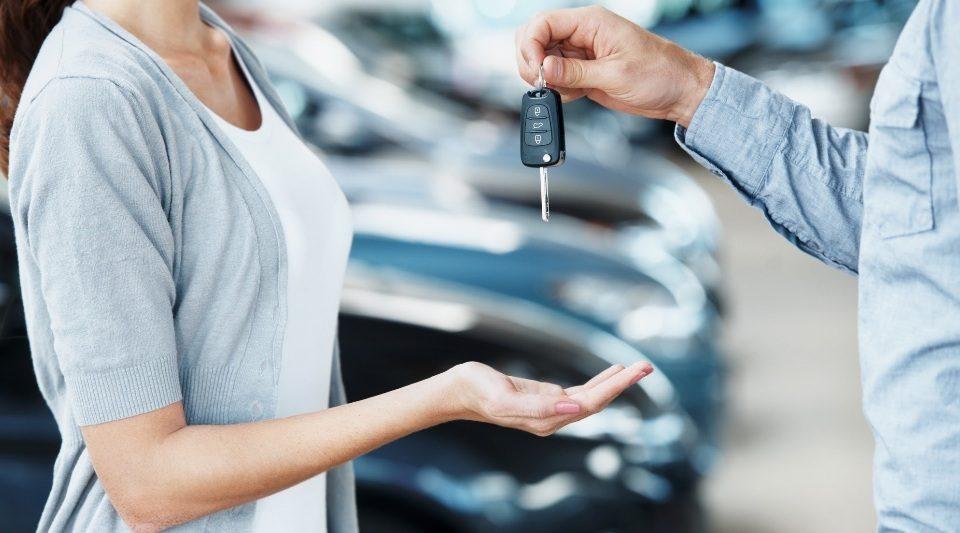 Aumenta o número de mulheres habilitadas e diminui o número de jovens motoristas