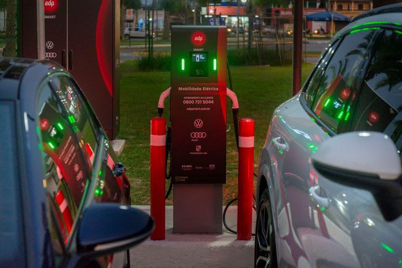 Primeiro eletroposto de recarga ultrarrápida de veículos elétricos